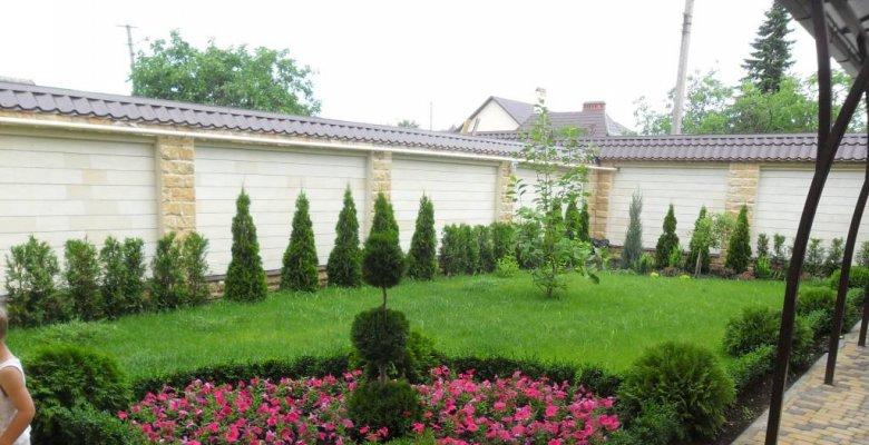 Сад частного дома в Краснодаре